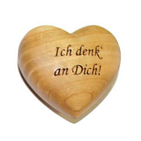 """Holzherz mit Beschriftung """"Ich denk' an Dich"""""""