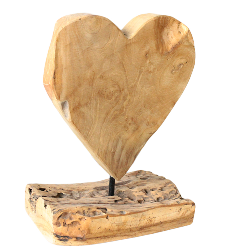 Herz-Skulptur aus Teakholz auf Holzuntergrund Natur Holzkunst Holzaufsteller Figur